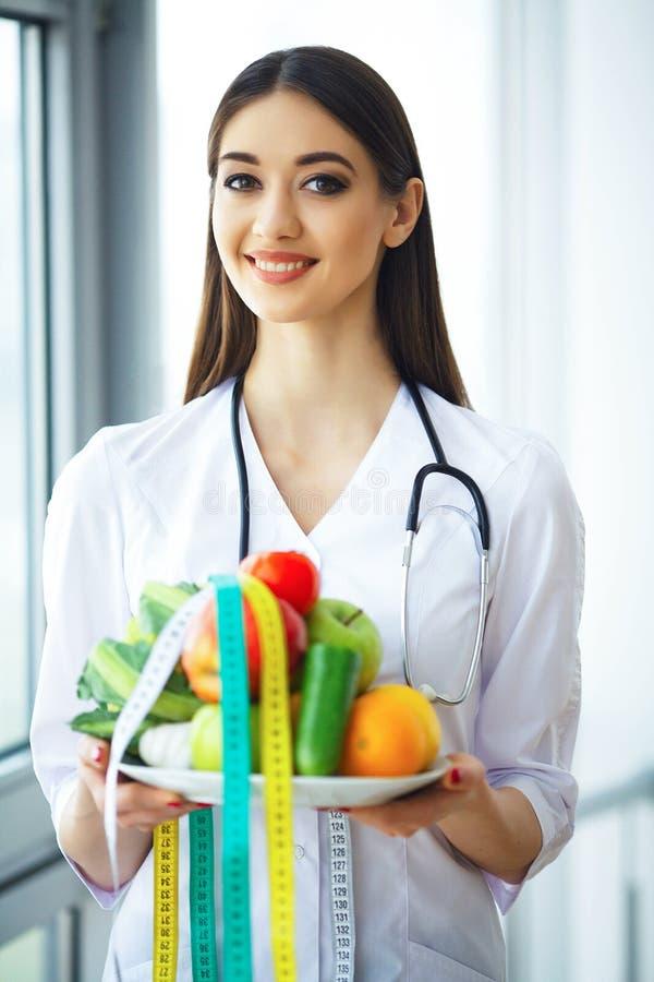 zdrowy Dieta i zdrowy odżywczy Portret dietetyczki ` s d obrazy royalty free