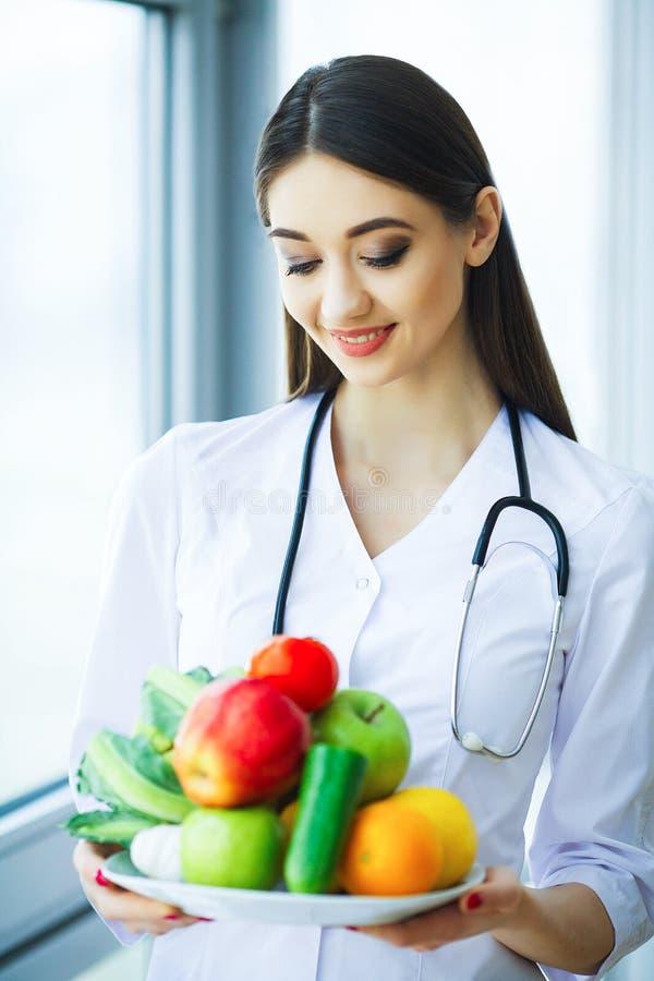 zdrowy Dieta i zdrowy odżywczy Portret dietetyczki ` s d obraz stock