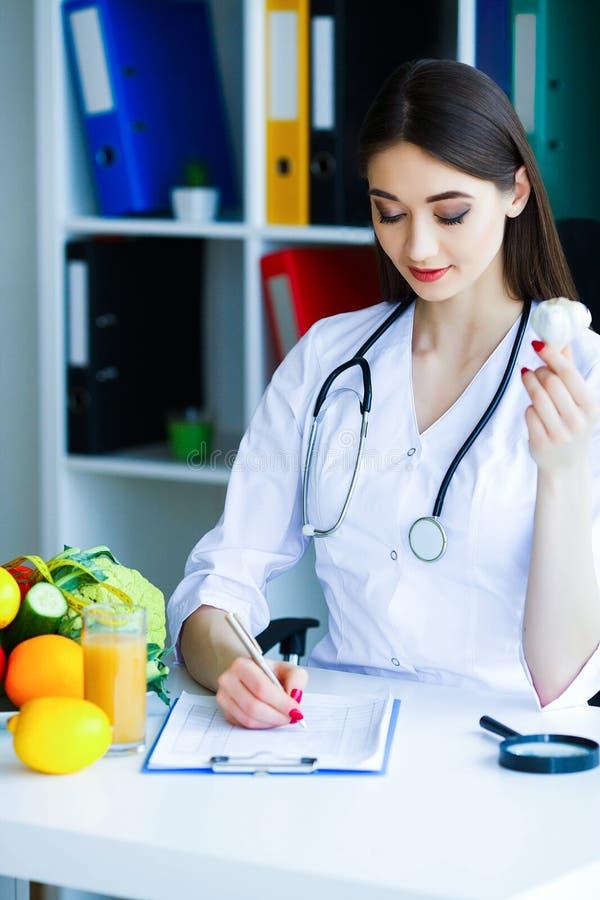 zdrowy Dieta i zdrowy odżywczy Portret dietetyczki ` s d obrazy stock