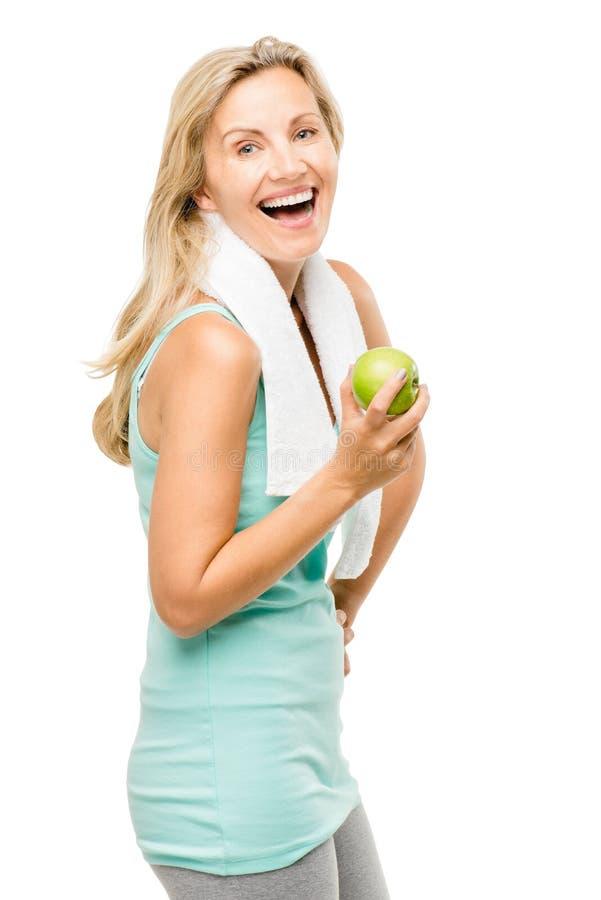 Zdrowy dojrzały kobiety ćwiczenia zieleni jabłko odizolowywający na bielu plecy obraz royalty free