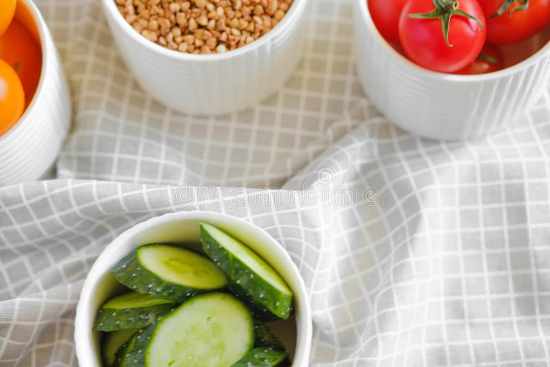 Zdrowy i smakowity jedzenie w minimalistycznym stylu obraz stock