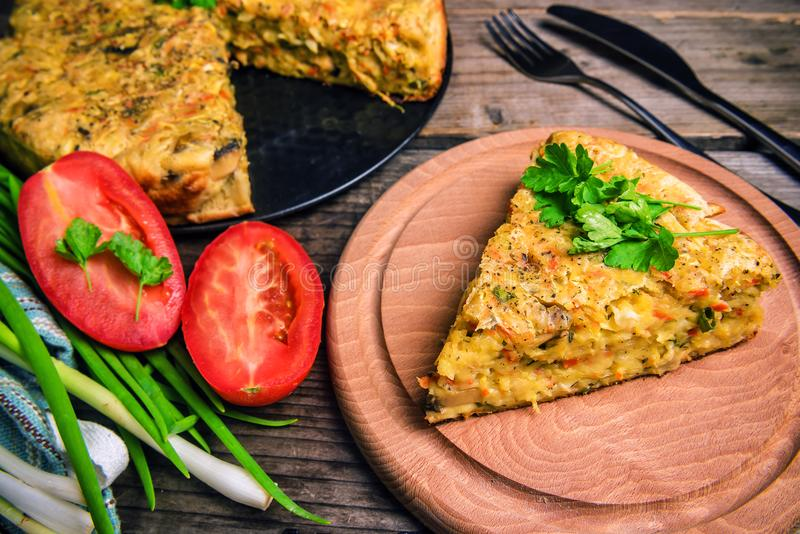 Zdrowy i wyśmienicie kapuściany kulebiak zdjęcie stock