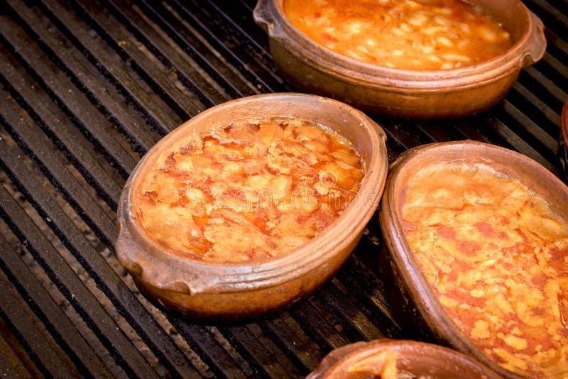 Zdrowy jarski posiłek - organicznie fasola w pucharu zbliżeniu fotografia royalty free