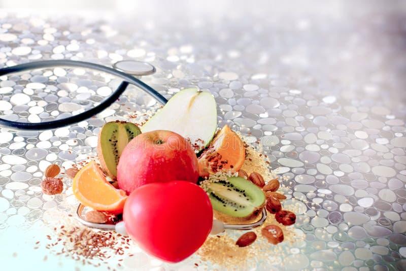 Zdrowy jedzenie w twój życiu codziennym, zdrowy łasowanie zdjęcie royalty free