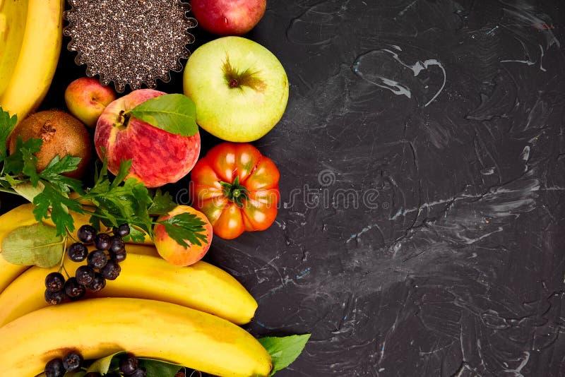 Zdrowy kolorowy karmowy wybór: owoc, warzywo, ziarna, superfood zdjęcia stock