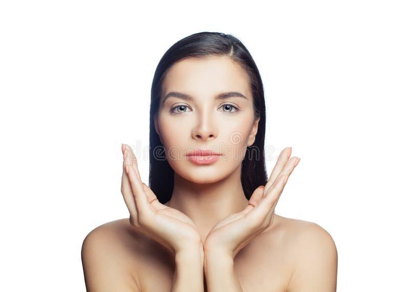 Zdrowy młoda kobieta zdroju model z jasną skórą odizolowywającą na bielu Kosmetologia, skincare, estetyczna medycyna i twarzowy t fotografia stock