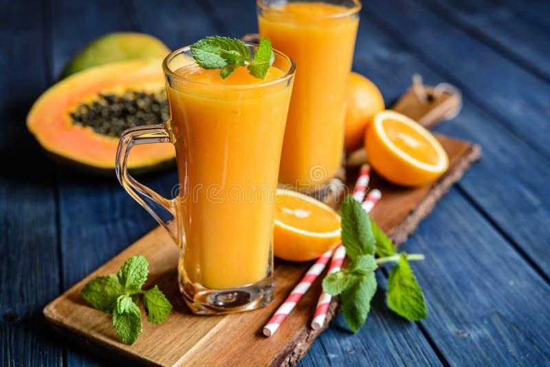Zdrowy melonowa, pomarańcze i mango smoothie, obrazy stock