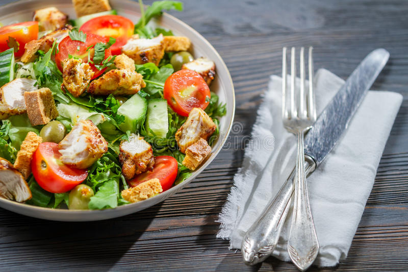 Zdrowy sałatkowy przygotowywający jeść obrazy stock