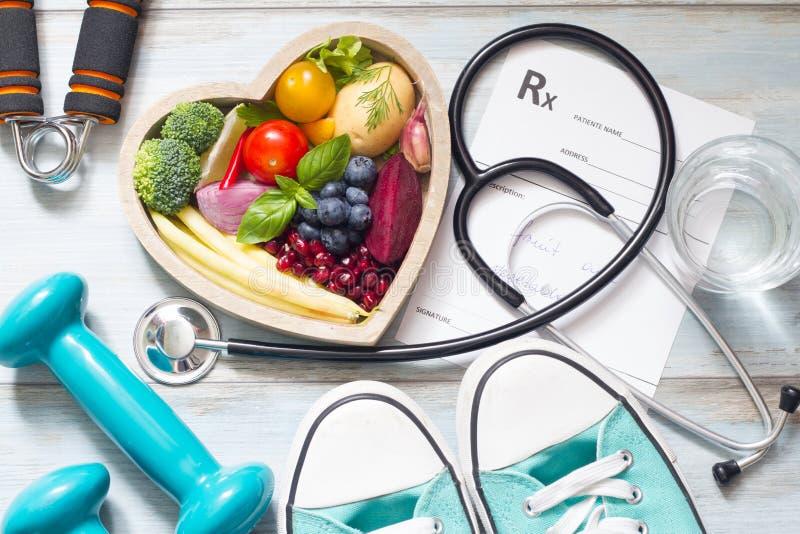 Zdrowy stylu życia pojęcie z diety medycyną i sprawnością fizyczną zdjęcie stock