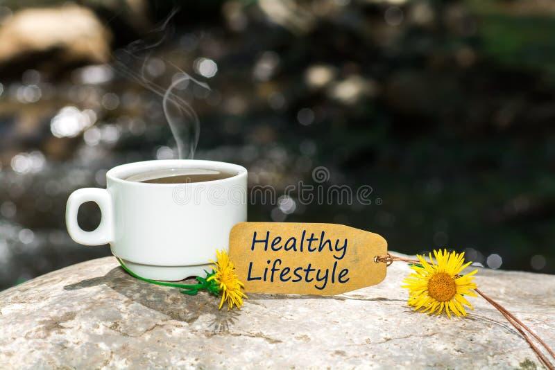 Zdrowy stylu życia tekst z filiżanką fotografia royalty free