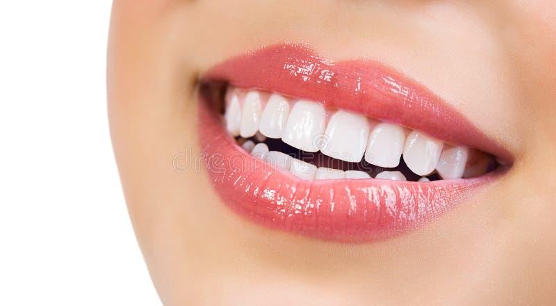 Zdrowy uśmiech. Zębów Bieleć zdjęcie stock