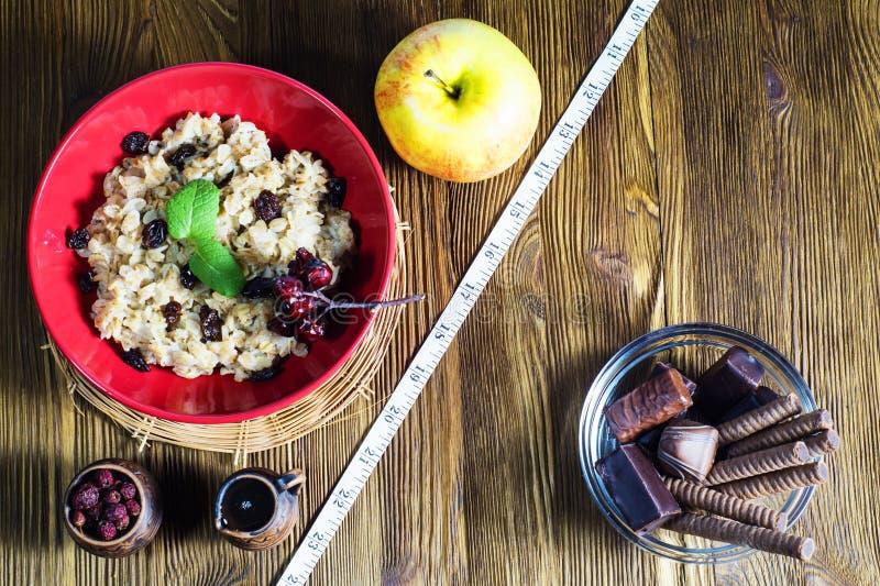 Zdrowy vs niezdrowy jedzenie obraz stock