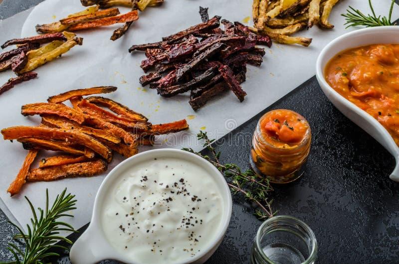 Zdrowy warzywo szczerbi się - francuskich dłoniaki burak, seler i marchewki, zdjęcia royalty free