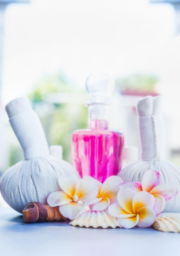 Zdrowy zdroju, wellness traktowanie z lub kwitnie, frontowy widok zdjęcia royalty free