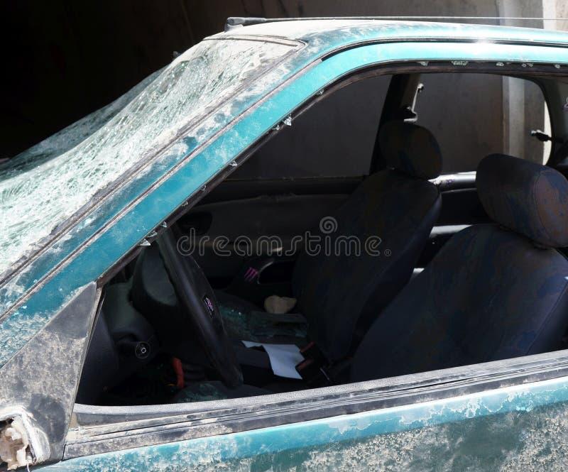 Zdruzgotany samochodowy wrak w trzaska wypadku z śmiertelnym wynikiem zdjęcia royalty free