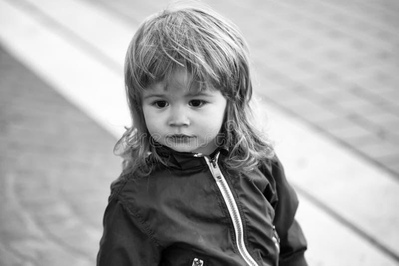 Zdziwiona chłopiec Chłopiec z śliczną twarzą fotografia stock