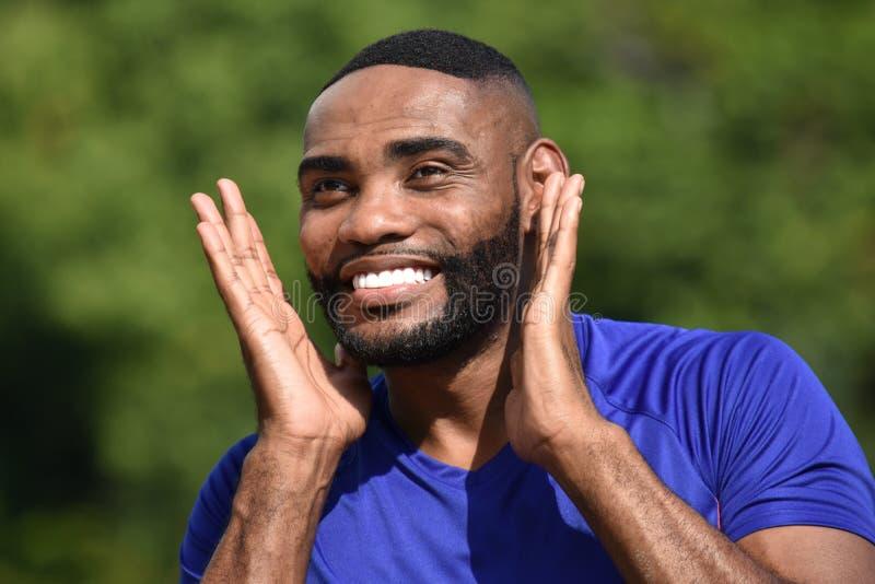 Zdziwiona Dysponowana Afrykańska Męska atleta obrazy royalty free