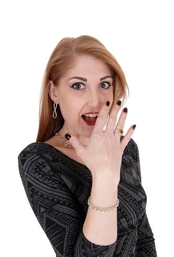 Zdziwiona młoda kobieta, ręka na twarzy fotografia stock