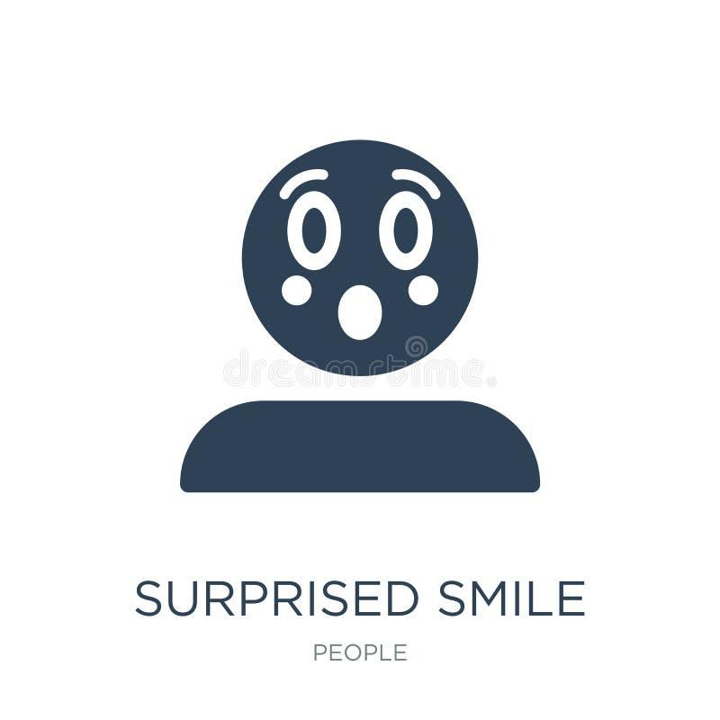 zdziwiona uśmiech ikona w modnym projekta stylu zdziwiona uśmiech ikona odizolowywająca na białym tle zdziwionego uśmiechu wektor royalty ilustracja