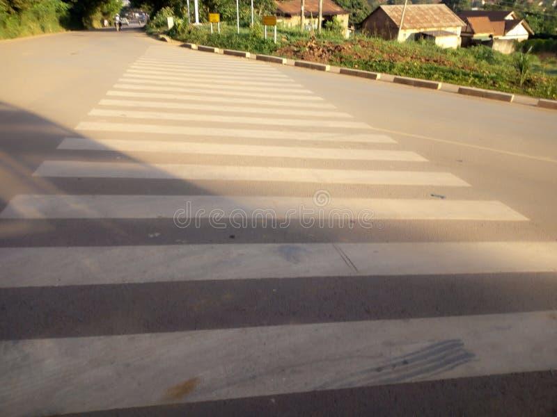 Zebrakreuz, das Überfahrt einfach macht, die Unfall verhindert stockfotos