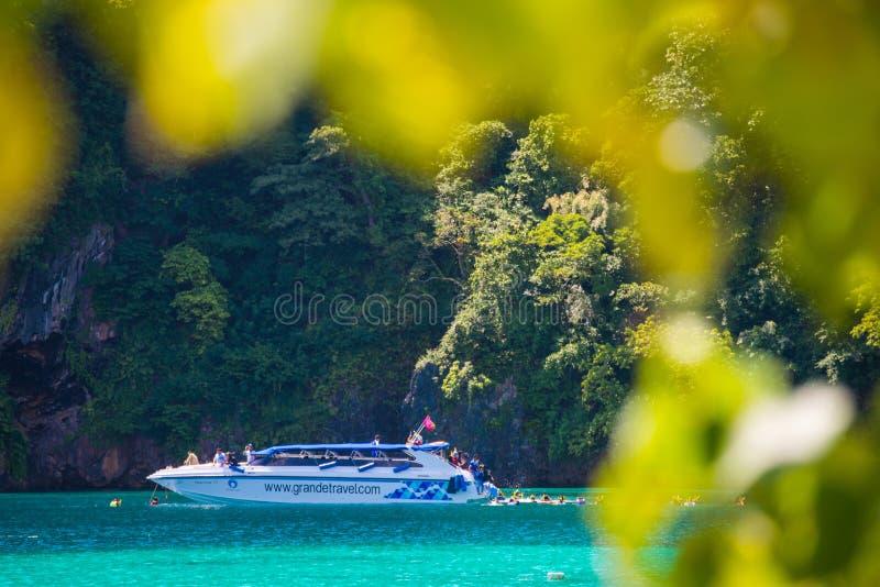 Zedetkyikyuneiland, Myanmar - Oktober 25, 2017: Tra van de snelheidsboot royalty-vrije stock fotografie