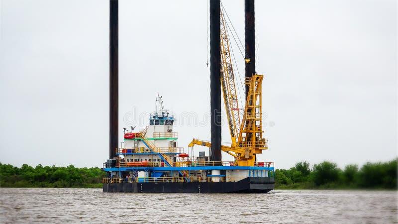 Zee Hefboom op de Installatie van de Boring van de Olie stock afbeeldingen