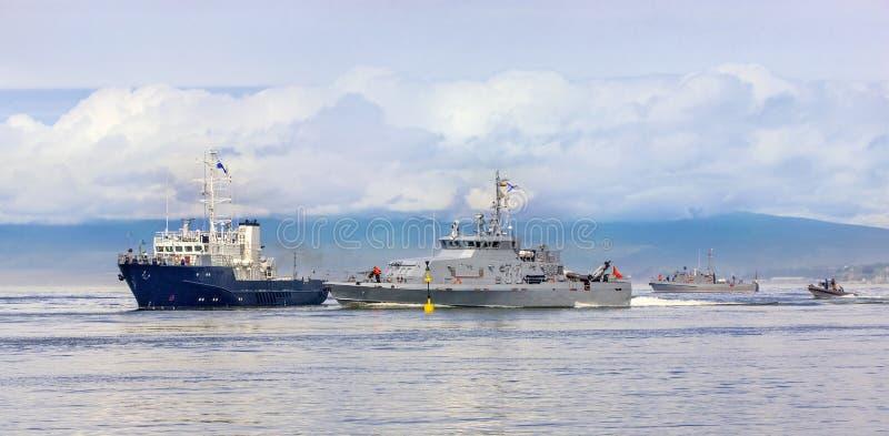 Zee militaire oefeningen in de Vreedzame oceaan stock afbeelding