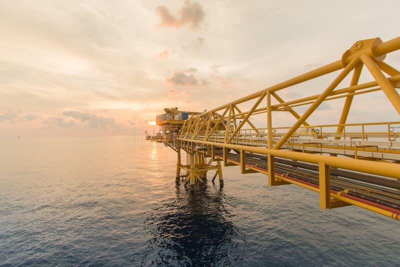 Zeebouwplatform voor productieolie en gas Olie en Gasinstallatie binnen voor de kust royalty-vrije stock foto's