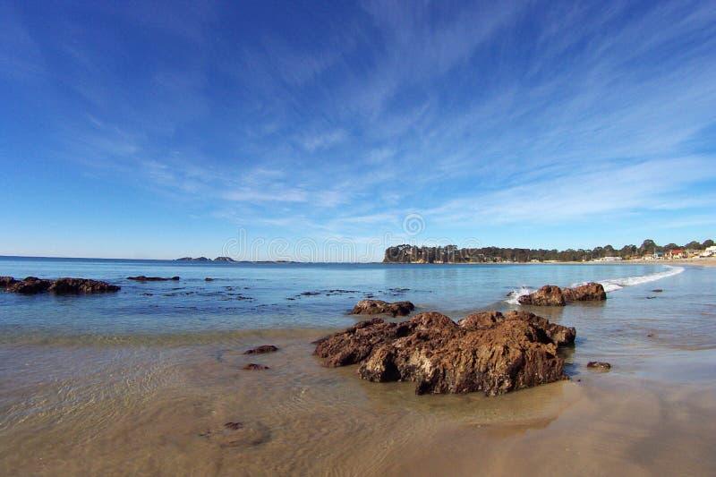 Download Zeegezicht stock foto. Afbeelding bestaande uit rotsen, hemel - 44176