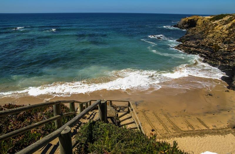 Zeegezicht bij Vila-nova DE Milfontes, Portugal stock foto's