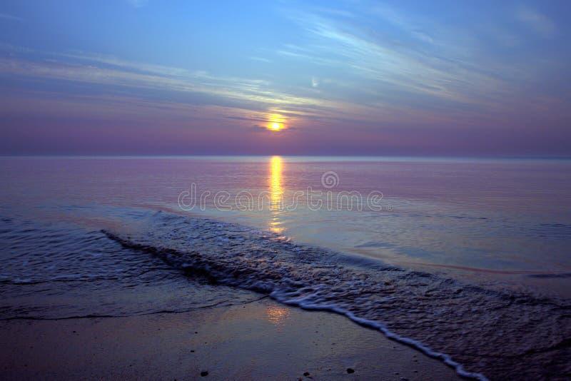 Zeegezicht bij zonsopgang/zonsondergang royalty-vrije stock foto