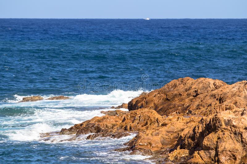 Zeegezicht dichtbij Cala Pregonda, Menorca, Spanje stock foto's