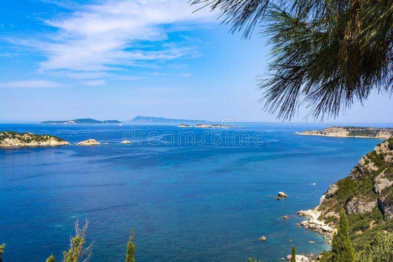 Zeegezicht dichtbij Porto Timoni strand bij het Eiland van Korfu, Griekenland royalty-vrije stock afbeeldingen