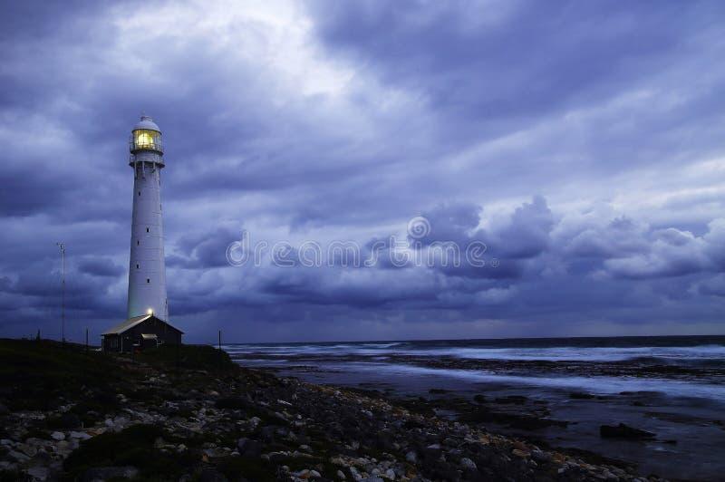 Zeegezicht met onweer stock foto