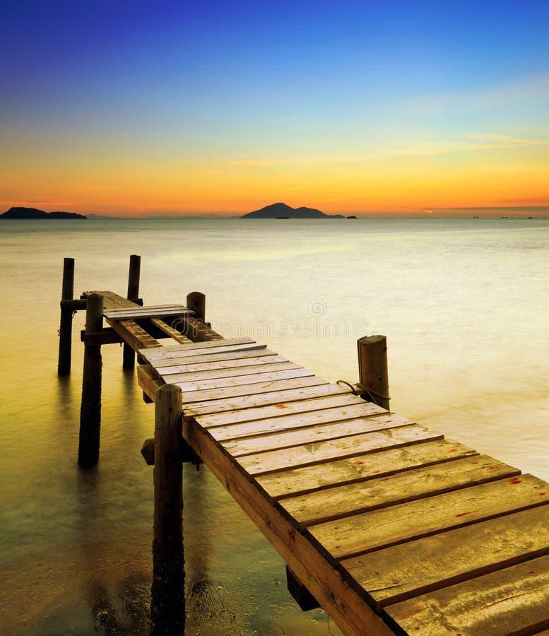 Zeegezicht met zonsondergang stock afbeelding