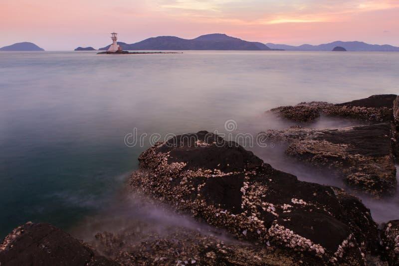 Zeegezicht tijdens zonsondergang Mooi natuurlijk zeegezicht stock afbeelding