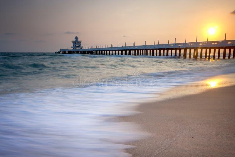 Zeegezicht tijdens zonsondergang Mooi natuurlijk zeegezicht stock afbeeldingen