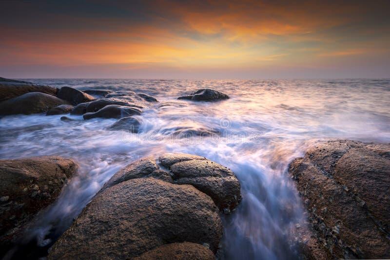 Zeegezicht tijdens zonsondergang Mooi natuurlijk zeegezicht royalty-vrije stock fotografie