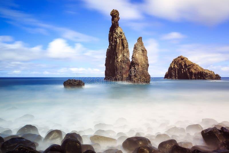 Zeegezichtrotsen Madera stock afbeelding