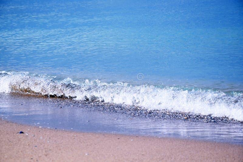 Zeegezichtstrand dat met Foto het Landschaps van de van de Achtergrond zeeschelpenkust de Toneelbehangvoorraad wordt behandeld stock foto's