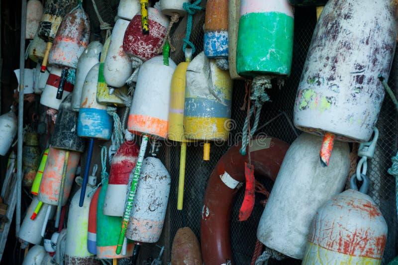 Zeekreeftboeien het hangen royalty-vrije stock foto's