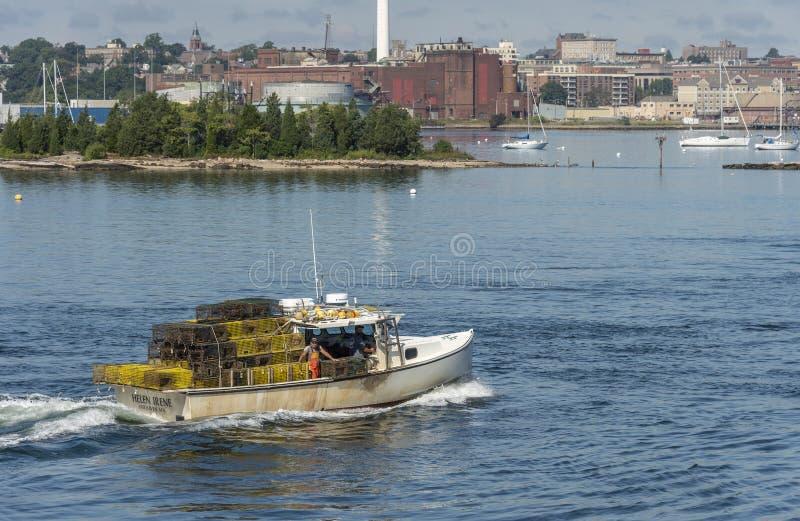 Zeekreeftboot Helen Irene met veel potten royalty-vrije stock foto
