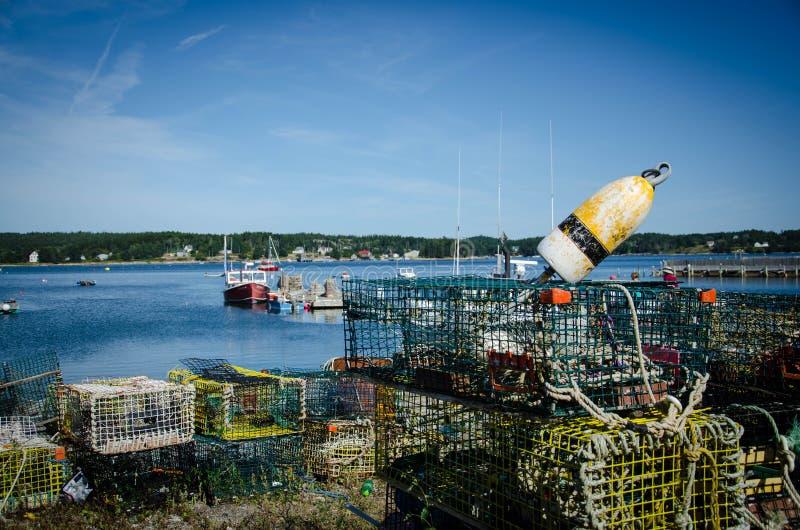 Zeekreeftvallen en Boeien stock foto