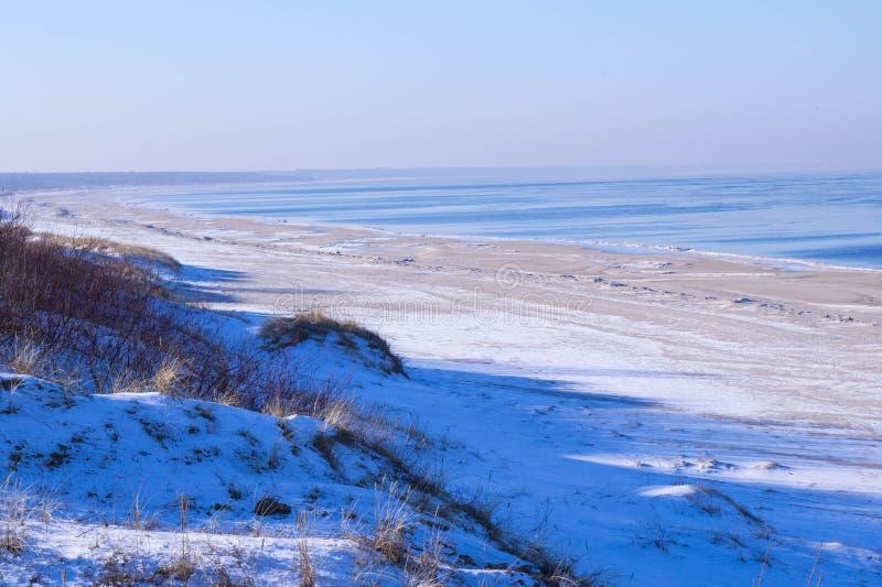 Zeekust in de winter royalty-vrije stock afbeeldingen