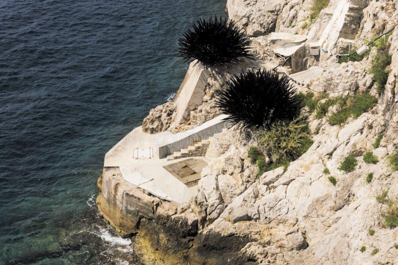 Zeekust in Monaco-Ville tijdens een de zomerdag royalty-vrije stock afbeelding