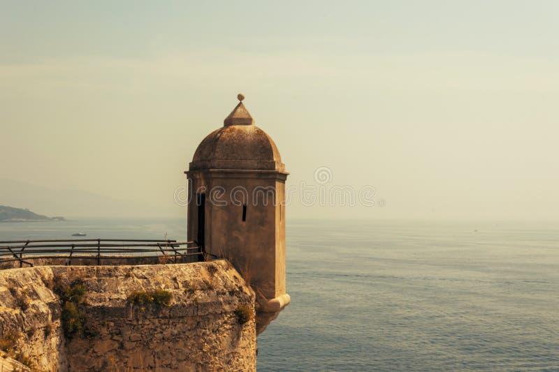 Zeekust in Monaco-Ville tijdens een de zomerdag stock afbeeldingen