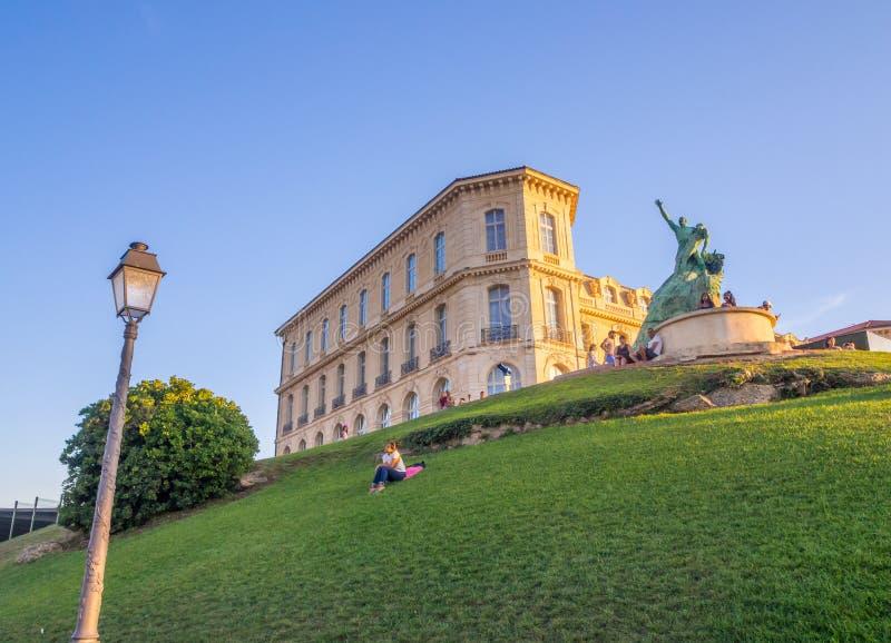 Zeeliedenmonument en Palais du Pharo in Marseille, Frankrijk stock foto's