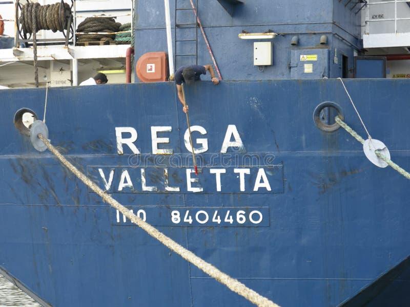 Zeeman het schoonmaken de naam van het schip royalty-vrije stock afbeelding