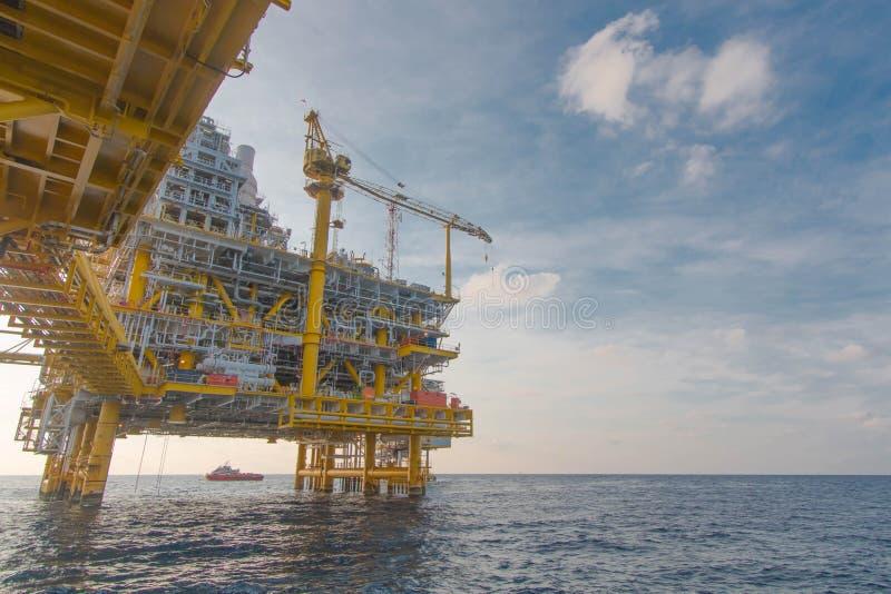 Zeeolie en installatieplatform stock foto