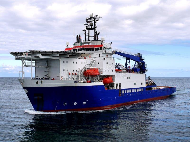 ZeeOndersteuningsvaartuig op zee royalty-vrije stock afbeeldingen